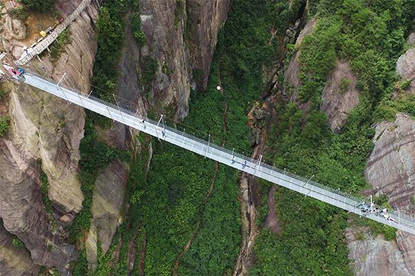 أطول جسر زجاجي 1