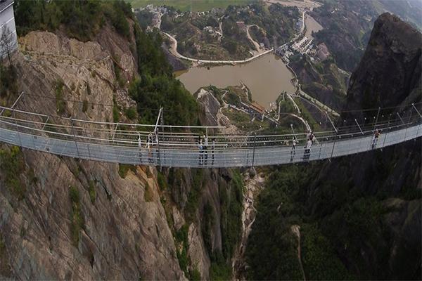 أطول جسر زجاجي 2