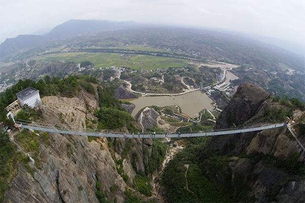 أطول جسر زجاجي 3