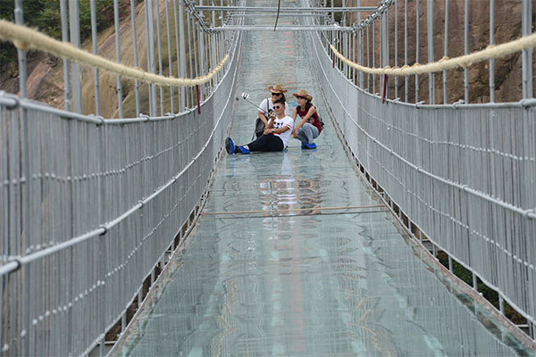 أطول جسر زجاجي 6