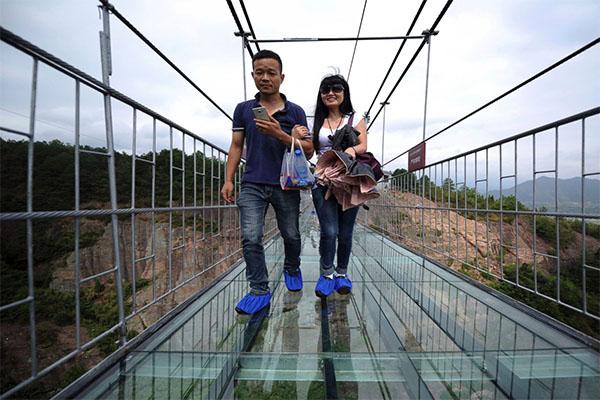 أطول جسر زجاجي 7