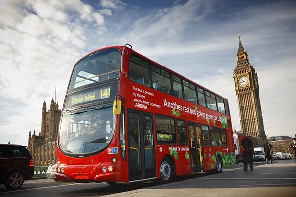 ركوب الحافلة السياحية