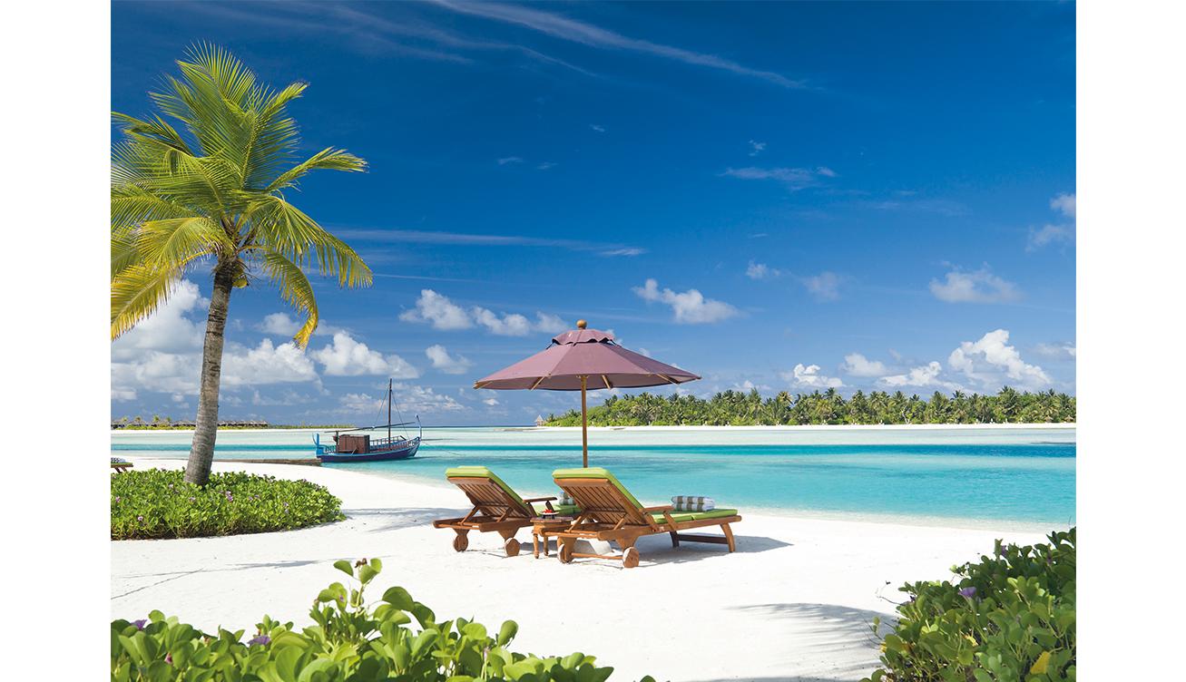 61893475-H1-Naladhu_beach_and_lagoon