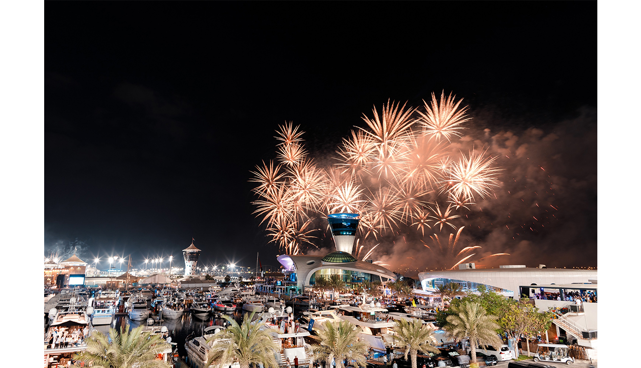 احتفالات الألعاب النارية في مرسى ياس مارينا
