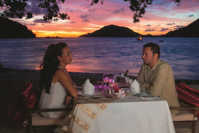 ephelia-seychelles-honeymoon-romantic-dinner-1