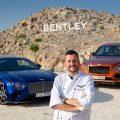 الصورة الأولى الشيف كولين كلاغ أمام طرازي Bentayga V8 وContinental GT من Bentley