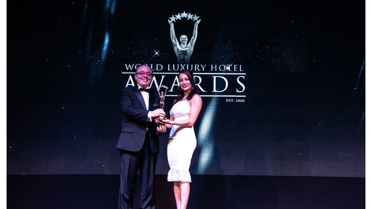 walid-al-awa-receiving-the-trophy-at-the-world-luxury-hotel-awards-in-bali-1