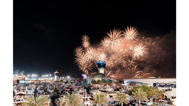 عروض ألعاب نارية احتفال بقدوم العام الجديد في مرسى ياس مارينا
