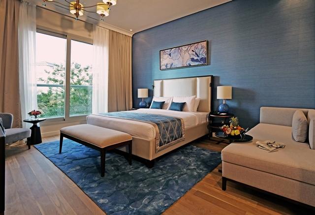 01 MASTER BEDROOM
