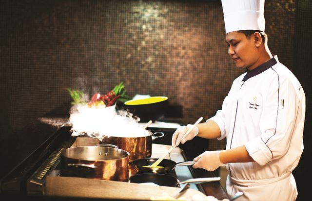 High_resolution_300dpi-Jumeirah at Etihad Towers - Rosewater Resturant Chef