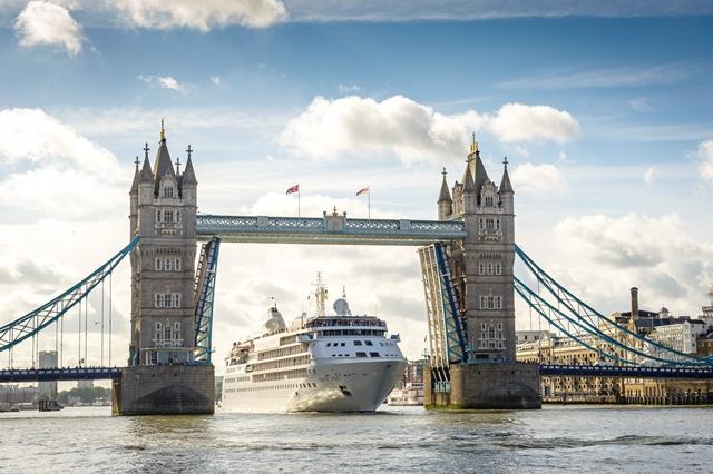 Silver Wind, Tower Bridge