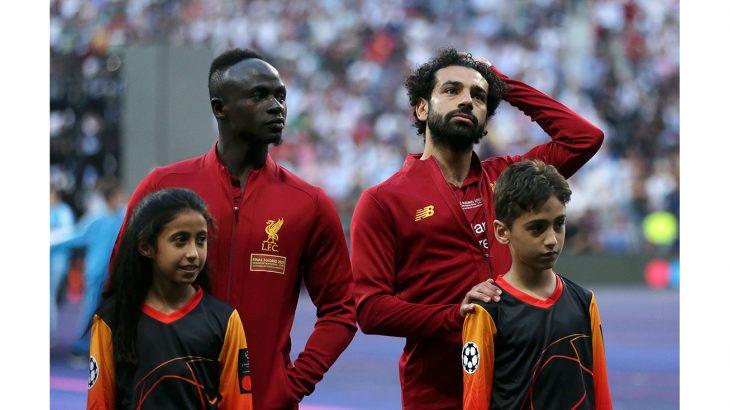 الطفلة السعودية بسمة نواف الشنيفي مع بعض نجوم دوري أبطال أوروبا