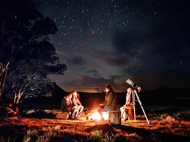 1287339504OneAndOnly_WolganValley_SportsAndActivities_CampfireandStargazingExperience-2