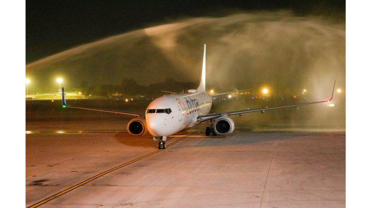 وصول رحلة فلاي دبي الى ميانمار واستقبالها برشاشات المياه التقليدية